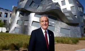 Larry Ruvo in front of Gehry bldg-NYTimes