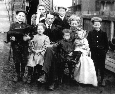 Kennedy_Family_1906_cleanedup